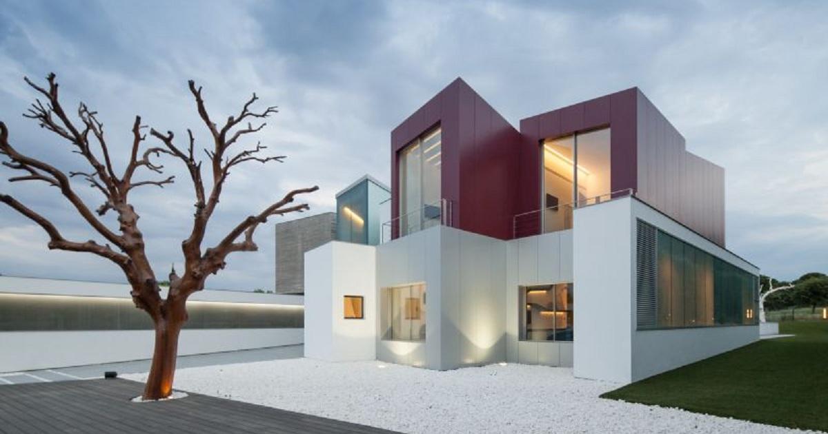 Просто и лаконично: особняк с геометрическими объемами