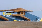 Украинские дизайнеры создали для португальского футбольного клуба эклектичную структуру из судоходных контейнеров