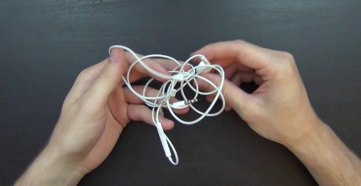 Как избавиться от узлов на проводах и наушниках: самый действенный лайфхак
