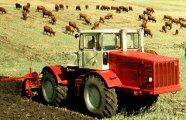 7 легендарных советских тракторов, на которых перевыполнялись любые планы и бились все рекорды