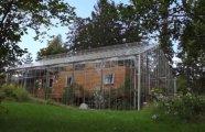 Архитектура: Чтобы не замерзать в плохую погоду, семья выстроила вокруг дома настоящую теплицу из стекла