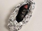 Лайфхак: Агент спецслужб поделился секретом, почему ключи от машины нужно заворачивать в фольгу
