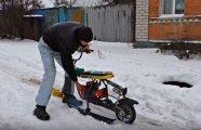 автомобили энтузиаст золотыми снегоход старых санок мотора бензопилы