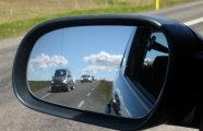 Автомобили: Вертикальная черточка на боковом зеркале: для чего она нужна