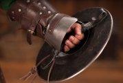 Гаджеты: Рыцарский баклер: почему кулачный щит считался универсальной защитой в Средневековье